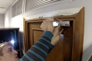 Установка электромагнитного замка с герконом